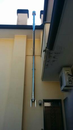 Installazione canna fumaria per stufa a pellet marchio Ravelli Milano vista esterna