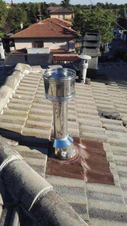 Installazione canna fumaria per stufa a pellet marchio Ravelli 09 vista tetto